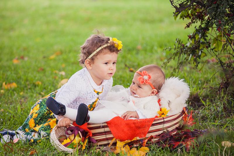 surori_poze cu copii toamna_Olga Vuscan