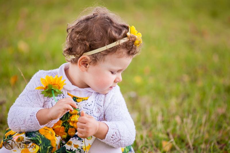 fetita cu floarea soarelui