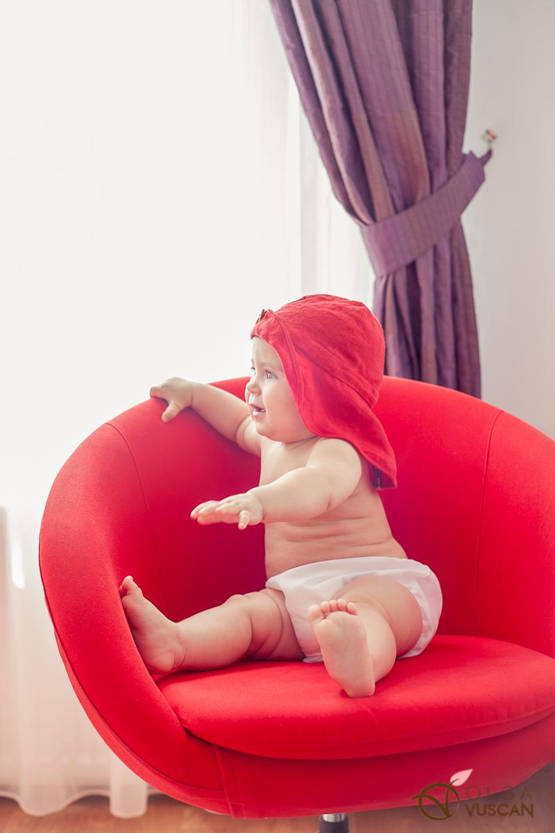 Sofia_sedinta foto la 8 luni rs-762