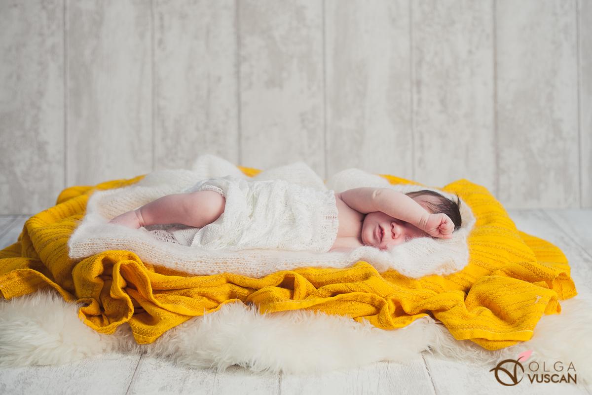 Smaranda_sedinta foto de nou nascut in studio_Olga Vuscan