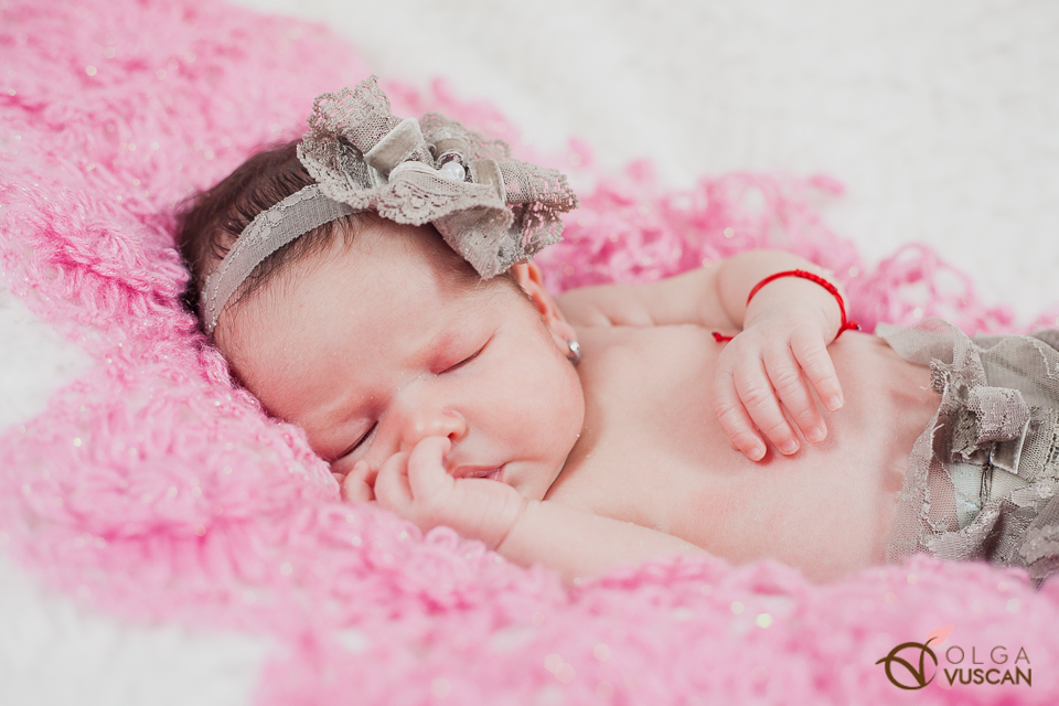 Ebony_newborn session_Olga Vuscan 026