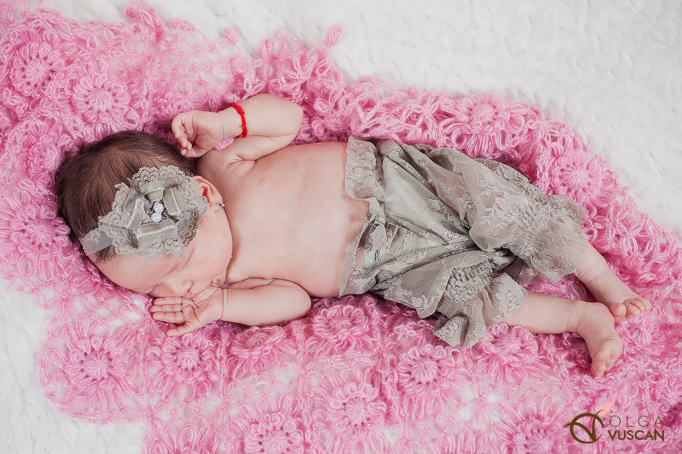 Ebony_newborn session_Olga Vuscan 028
