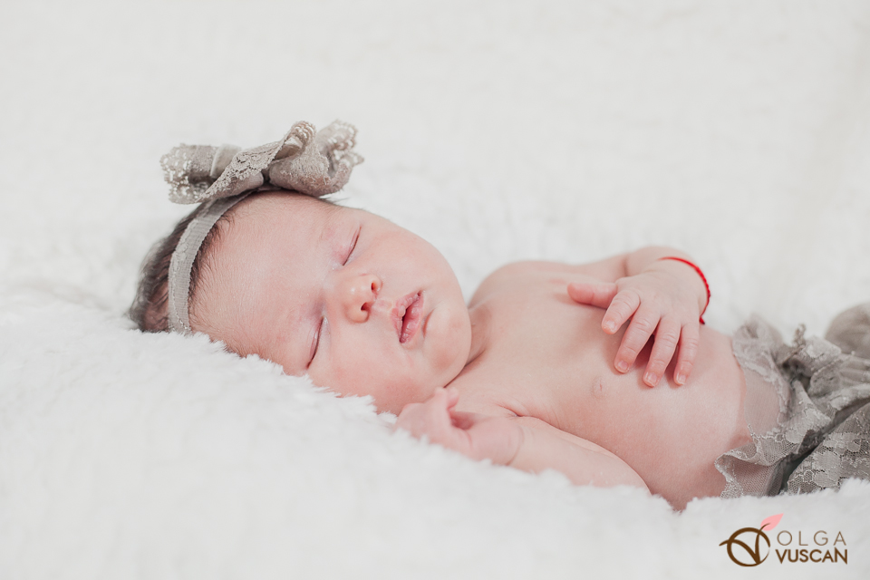 Ebony_newborn session_Olga Vuscan 041