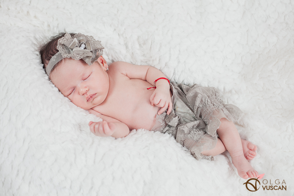 Ebony_newborn session_Olga Vuscan 043