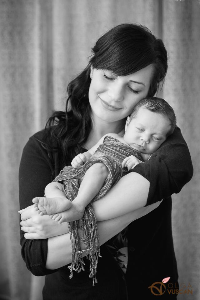 mama si fiica_fotografii de nou-nascut_Olga Vuscan