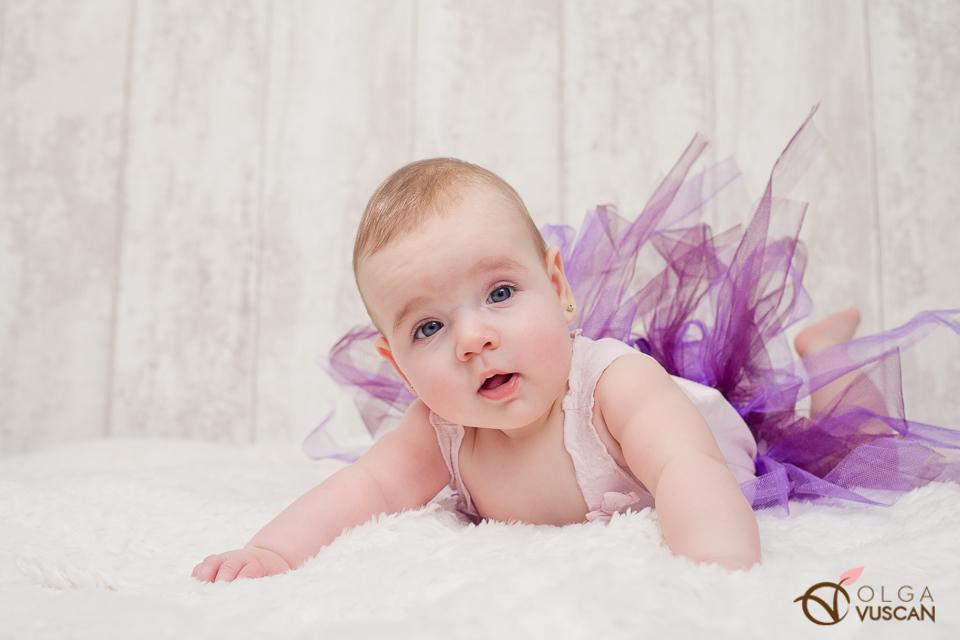 sesiune foto de copii la 6 luni in studio_fotograf Olga Vuscan