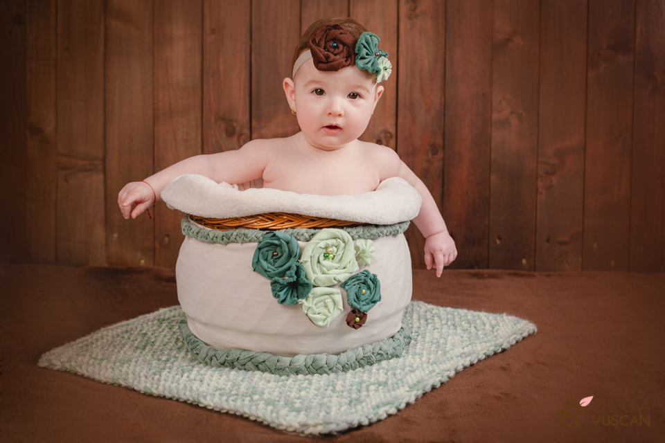 poze bebe la 6 luni_fotograf Olga Vuscan