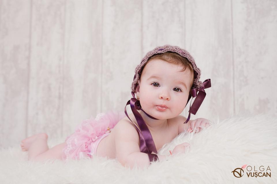 poze bebe la 6 luni in studio, fotograf Olga Vuscan