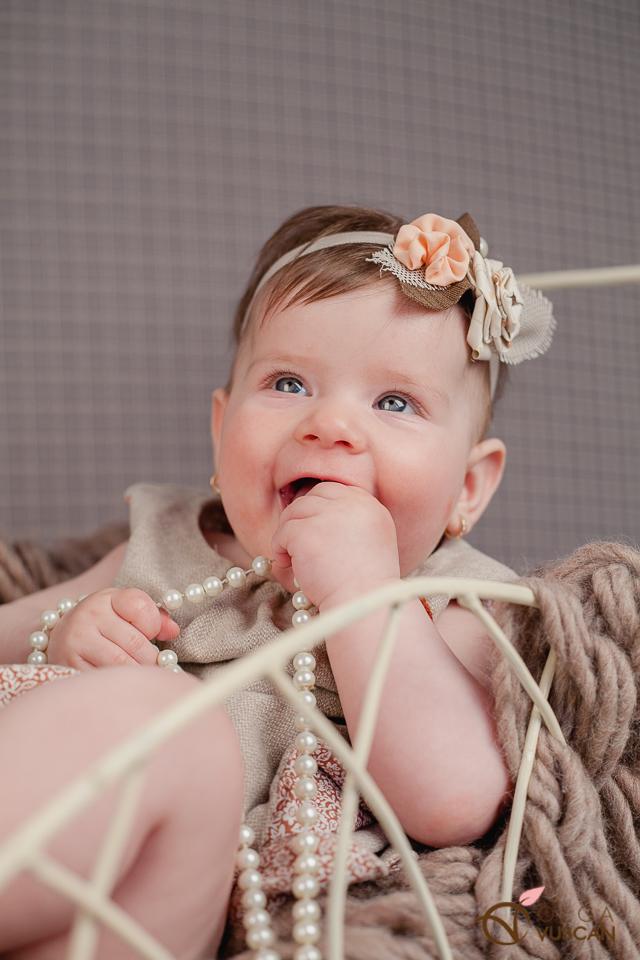 sedinta foto cu bebe de 6 luni_fotograf Olga Vuscan