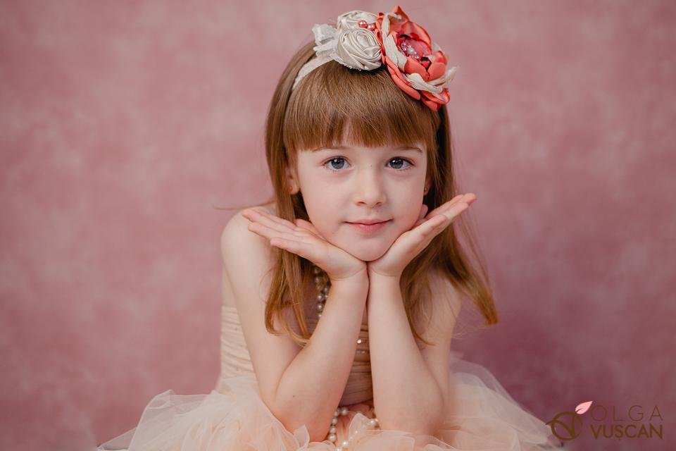 sedinta foto la 5 ani in studio_fotograf Olga Vuscan