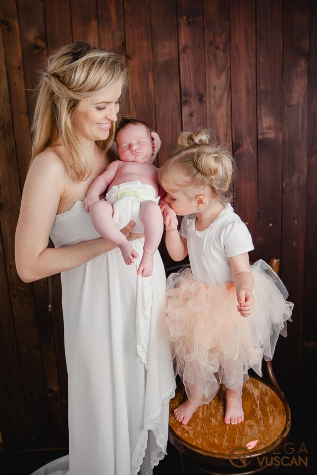 foto nou-nascut fetite fotograf bebelusi Cluj Olga Vuscan