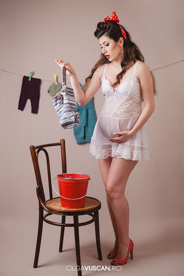 pin-up styled maternity shoot_fotograf maternitate Olga Vuscan