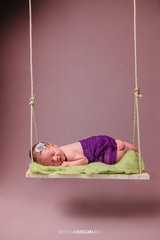 sedinta foto nou-nascut in studio_fotograf copii Olga Vuscan