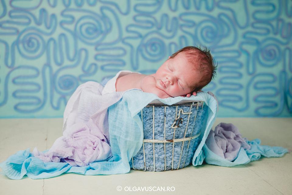 poze bebelusi baieti_fotograf bebe Olga Vuscan