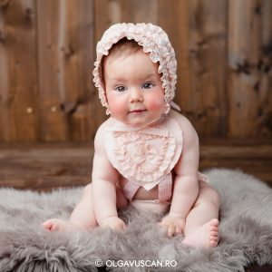 Sofia ~ sesiune foto de copii la 8 luni in studio