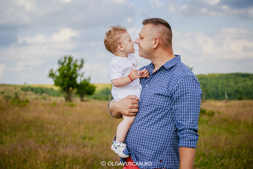 sedinta foto copii, foto familie,foto copii, poze familie, poze copii 1 an, fotograf copii Olga Vuscan Cluj