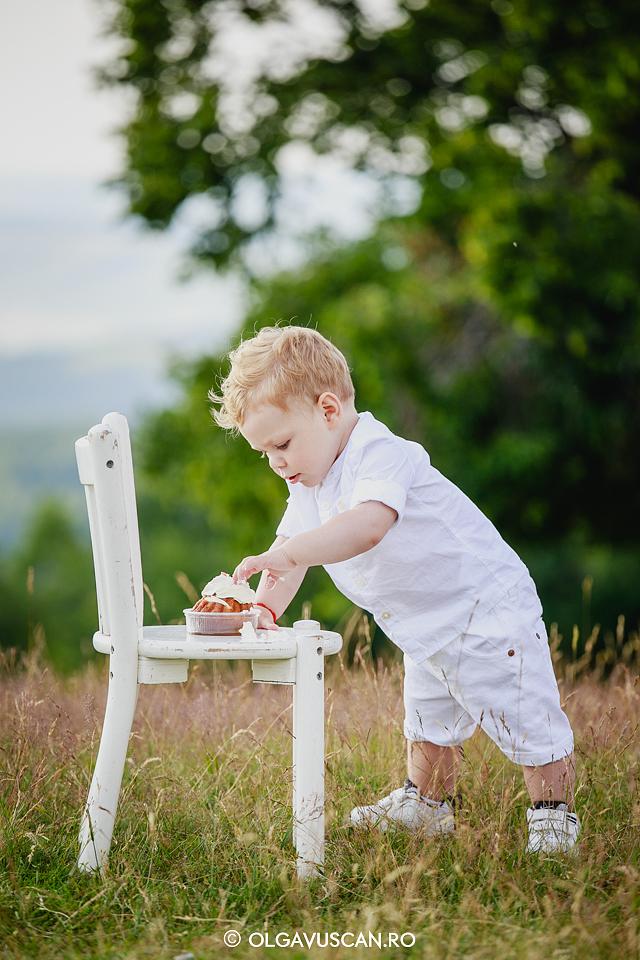 smash the cake, sedinta foto copii, foto familie,foto copii, poze familie, poze copii 1 an, fotograf copii Olga Vuscan Cluj