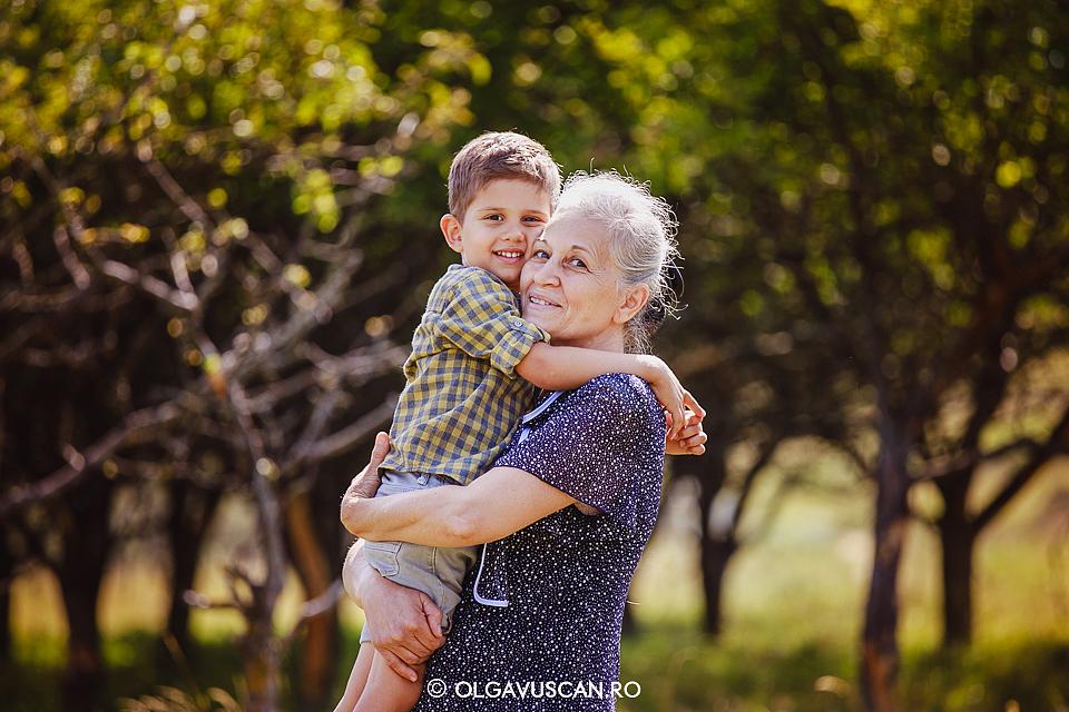 sedinta foto familie, fotograf copii Cluj, sesiune foto copii in natura, fotograf familie Olga Vuscan