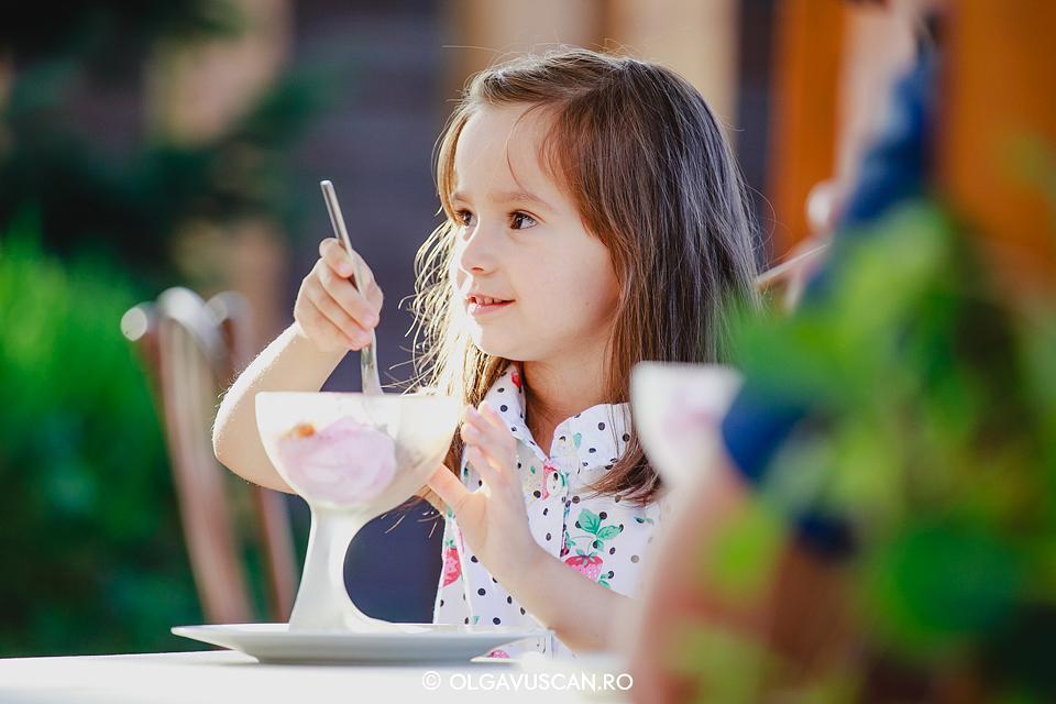 sedinta foto copii afara, sesiune foto fetita in natura,sedinta foto Aroma, fotograf copii Cluj