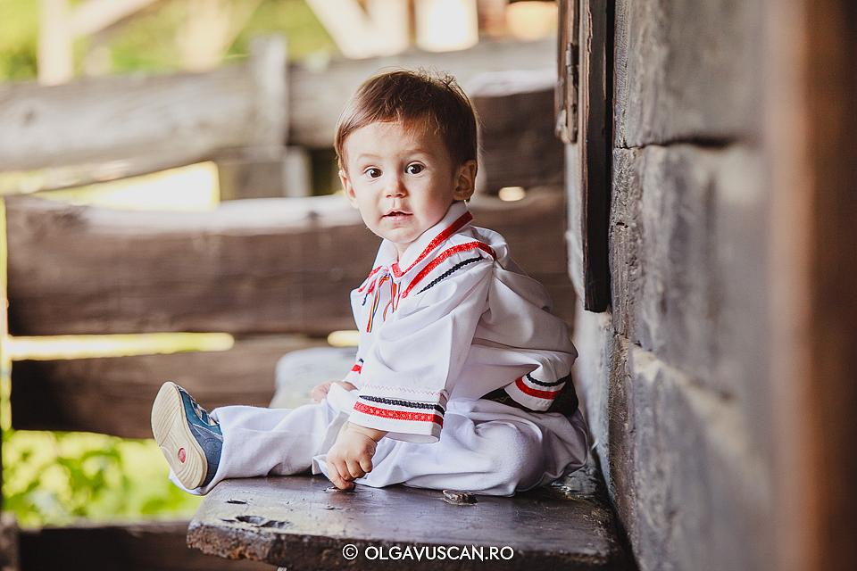 sedinta foto copii in costume nationale, sesiune foto Muzeul Satului Cluj, fotograf copii Cluj