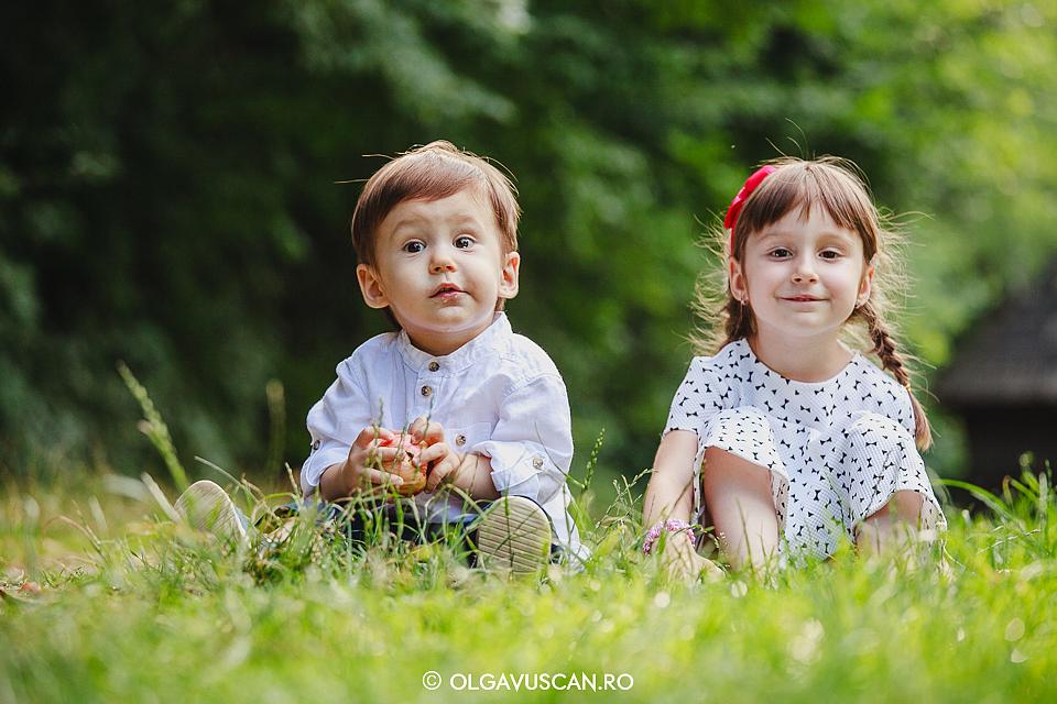 sedinta foto aniversara 1 an, sesiune foto la 1 an Muzeul Satului Cluj, fotograf copii Cluj