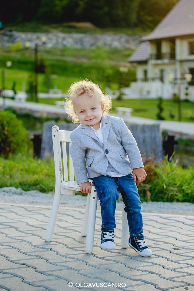 sedinta foto copii afara, sesiune foto baieti, poze la Wonderland cu copii, fotograf copii Cluj Olga Vuscan