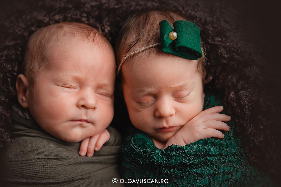 sedinta foto nou-nascuti gemeni, fotograf newborn gemeni, nou-nascuti gemeni, sedinta foto newborn, fotograf bebelusi