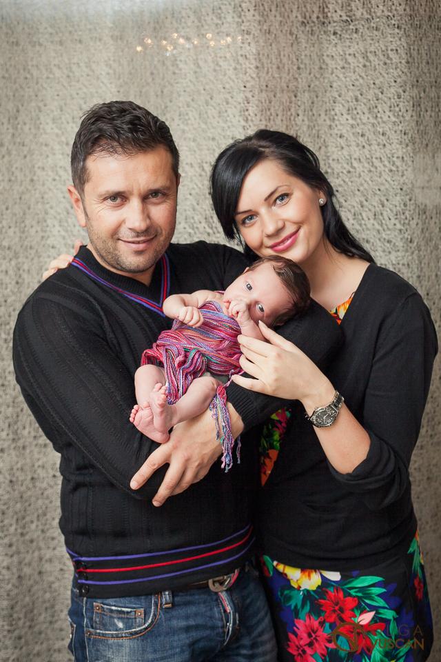 parintii si fetita_fotografii de nou-nascut_Olga Vuscan