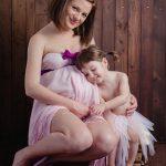 sedinta foto de maternitate cu o sora mai mare_fotograf Olga Vuscan