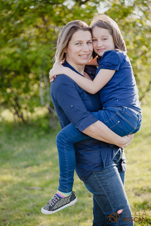 sesiune foto de familie in natura_fotograf Olga Vuscan