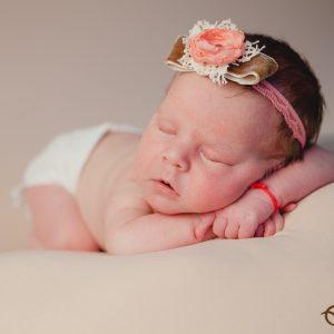 Maya Sofia ~ sedinta foto de bebelus nou-nascut, in studio