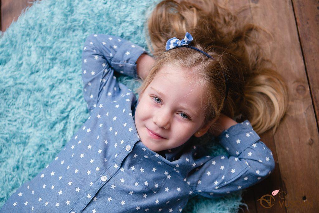 sedinta foto de familie in studio_fotograf copii Olga Vuscan