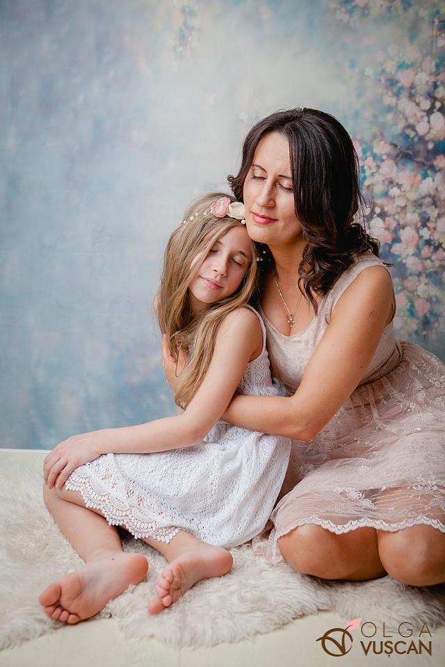 sedinta foto familie in studio_fotograf Olga Vuscan