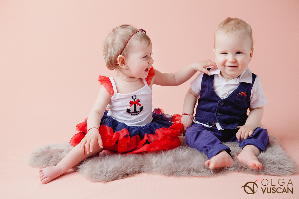 Issis si Mattia_sedinta foto la 1 an cu gemeni in studio_fotograf copii Olga Vuscan Cluj_002