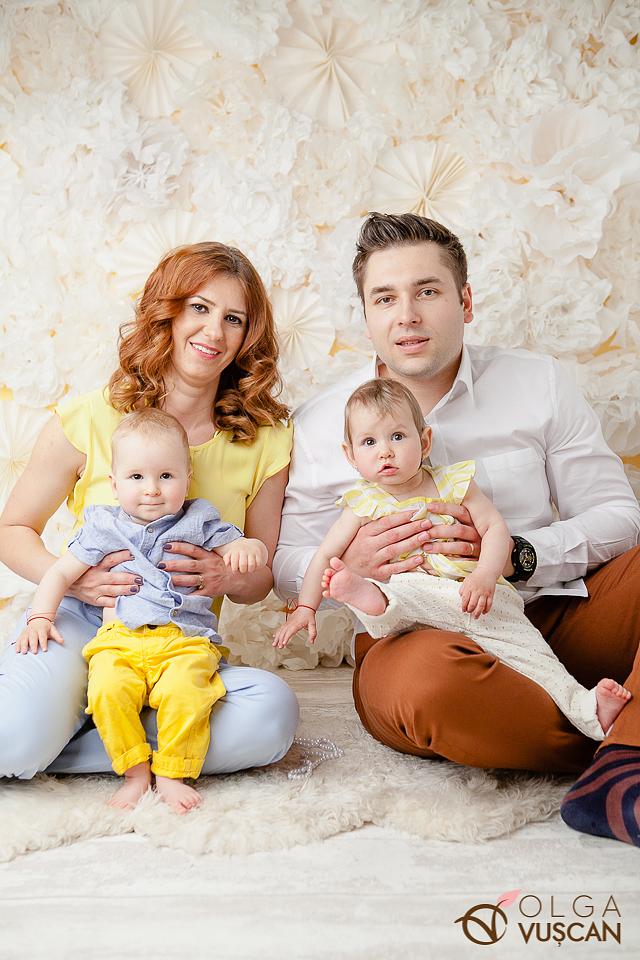 Issis si Mattia_sedinta foto la 1 an cu gemeni in studio_fotograf copii Olga Vuscan Cluj_018