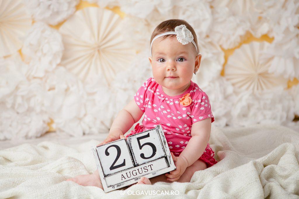 sedinta foto copii in studio la 8 luni_fotograf copii Olga Vuscan