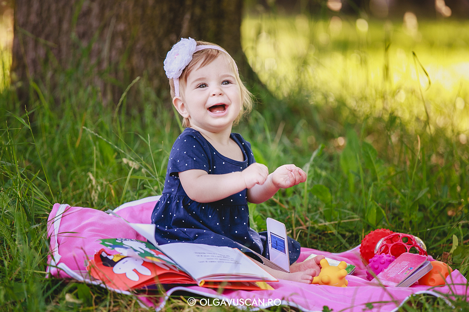 sesiune foto afara la 1 an, poze copii 1 an,poze fetite 1 an, fotograf copii Cluj Olga Vuscan