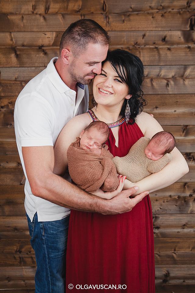 sedinta foto nou-nascuti gemeni, poze gemeni nou-nascuti, fotograf bebe Cluj