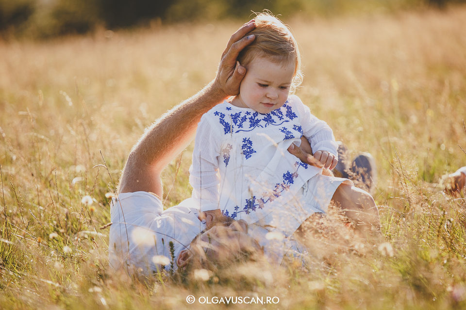 sedinta foto in natura,fotograf copii, fotograf de familie Cluj, sedinta foto copii si familie Olga Vuscan